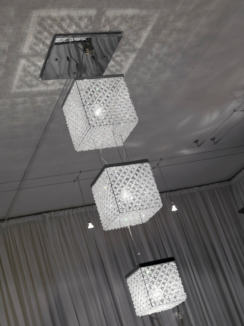 TRIPLE BEADED CUBE LIGHT SCULPTURE