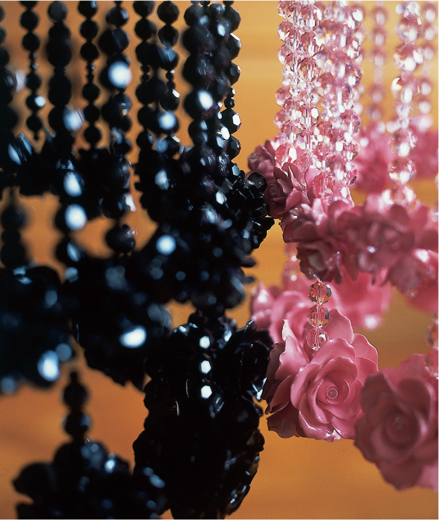 BLACK RAINDROPS AND ROSES CHANDELIER DETAIL