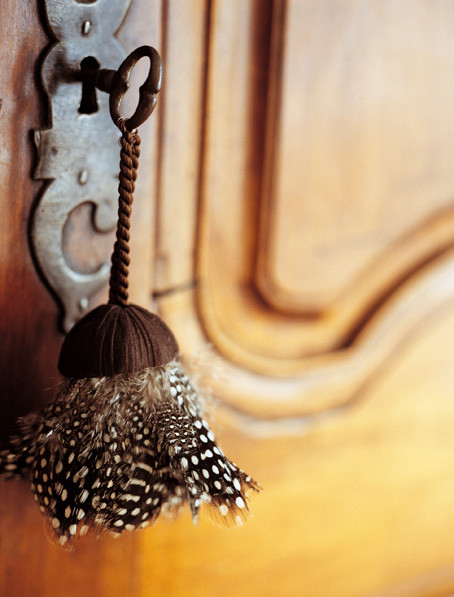 GUINEA FOWL FEATHER KEY TASSEL
