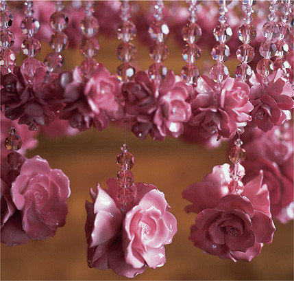 PINK RAINDROPS AND ROSES CHANDELIER DETAIL